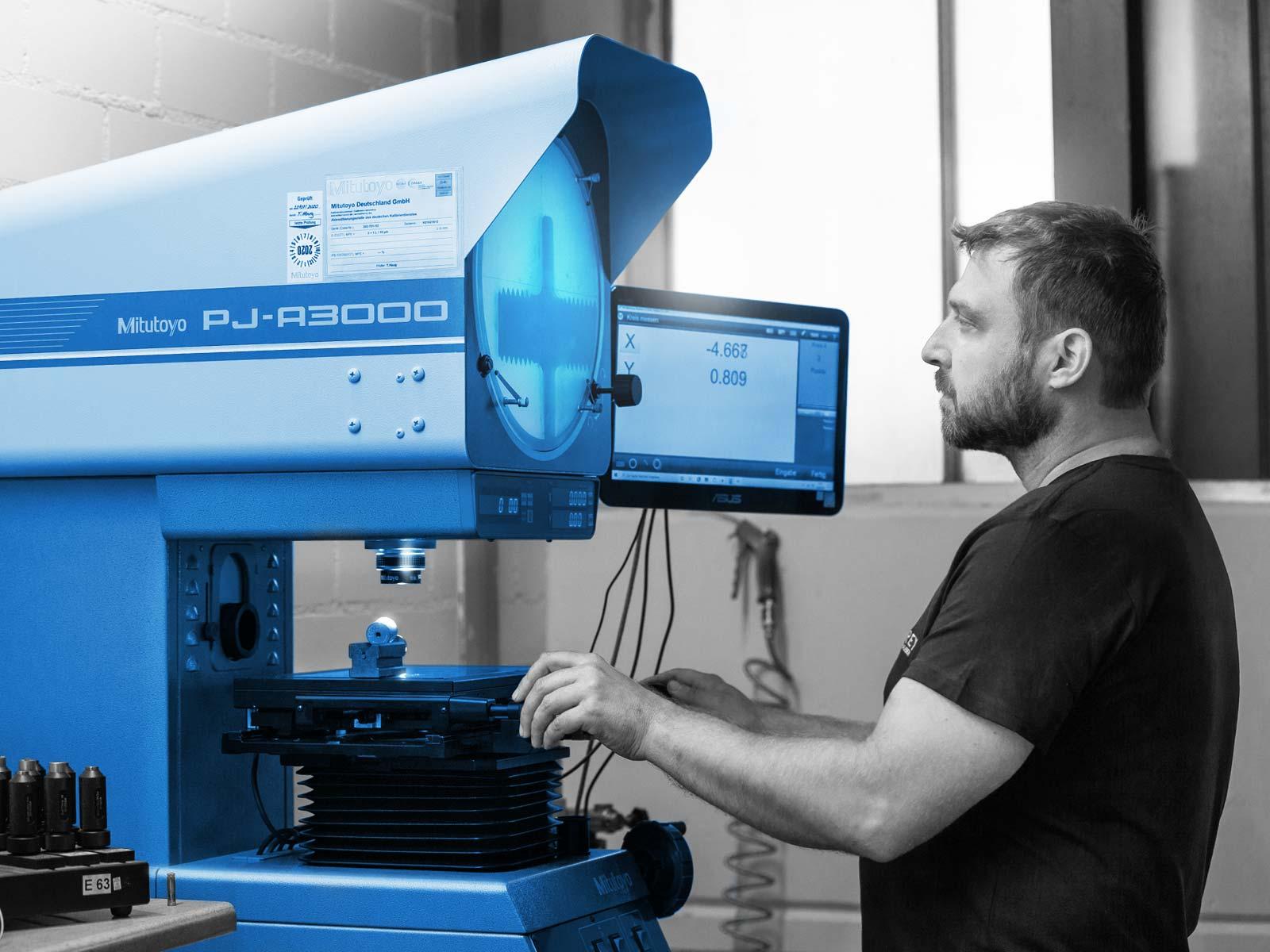 Schrauben Prüflabor zu 100% DAkkS kalibriert