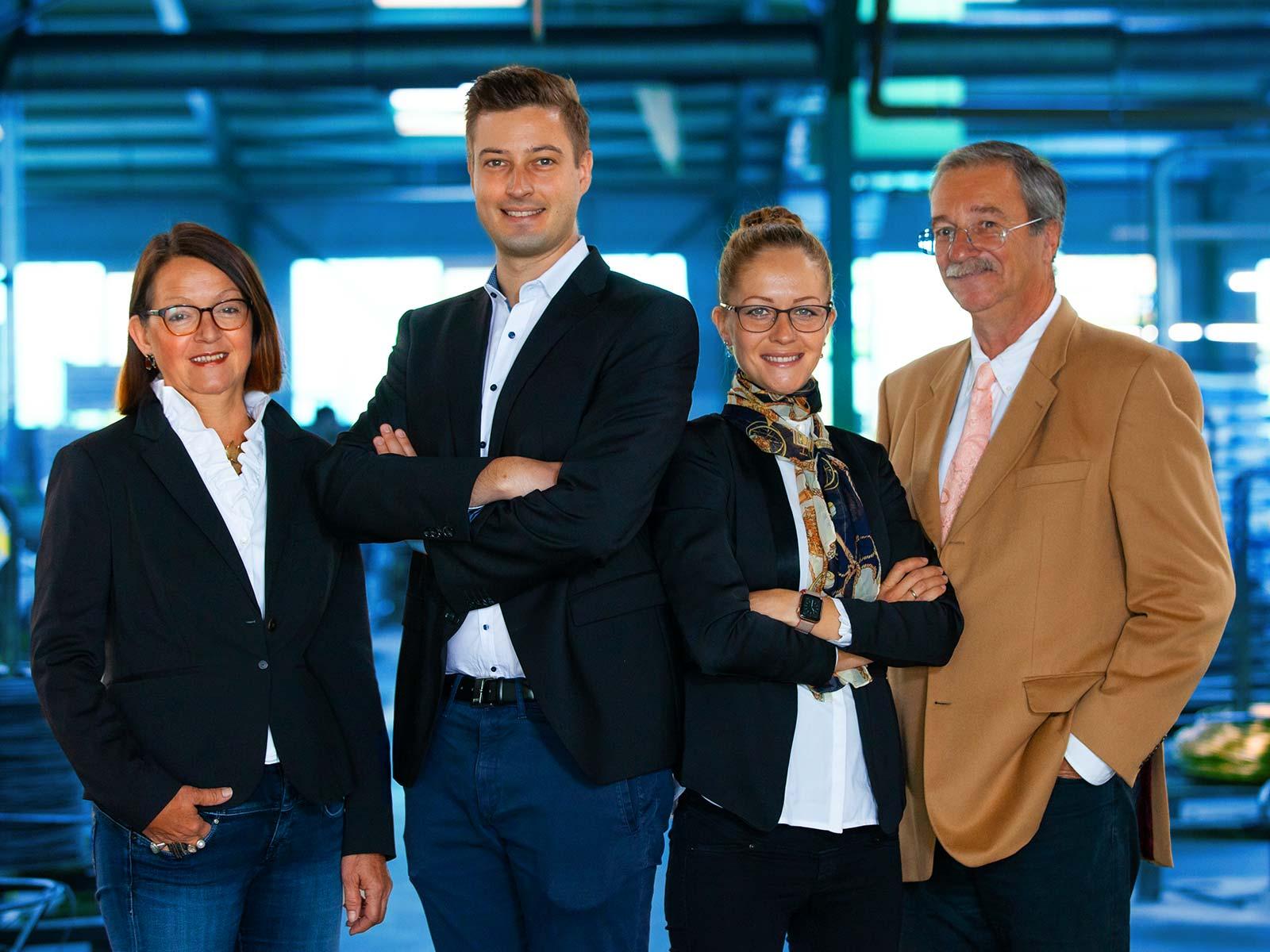 Frey Schrauben GmbH, Boxberg, v.l.n.r.: Gabriele-Kümmerle-Schnizler (Operations), Dennis Oltmanns (Geschäftsführer), Eva Oltmanns (Accounting), Thomas Schnizler (Geschäftsführer)